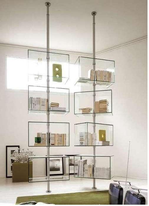 Тонкость и изящество стеклянного шкафа.
