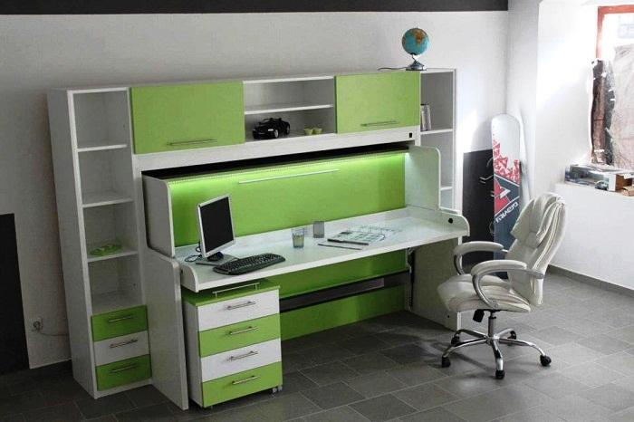 Стол-кровать в комнате подростка поможет организовать дополнительное пространство.