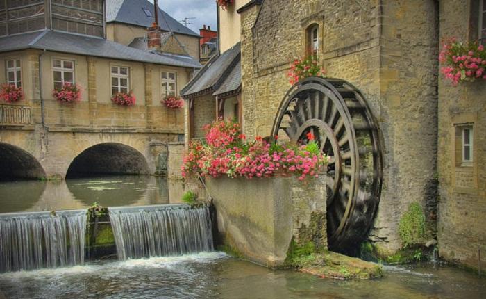 Очаровательные улочки старинного города Байё (Франция).