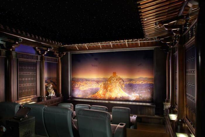 Дизайн домашнего кинотеатра для любителей китайского стиля (дизайн Тео Каломиракиса). | Фото: pkinozal.ru.