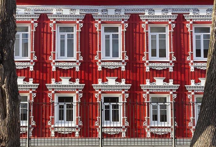 Резьба по дереву имитирует стиль барокко в доме вологодского купца. forumhouse.ru. / © Иван Хафизов.