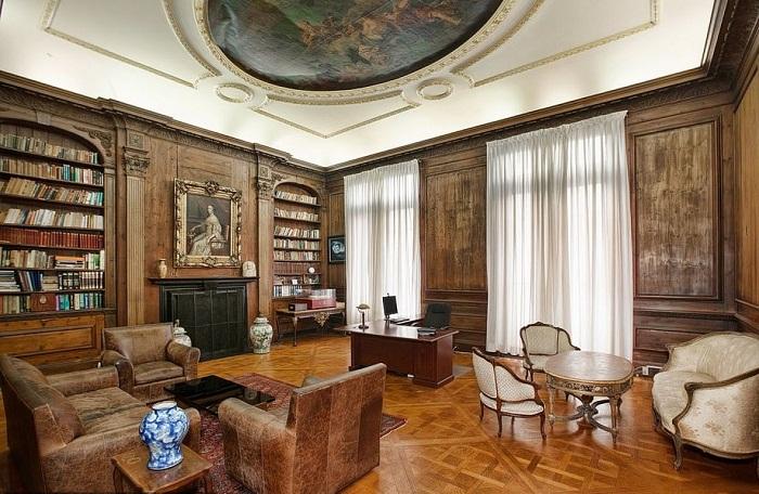 Комната для встреч в особняке на Пятой авеню в Верхнем Ист-Сайде на Манхэттене.