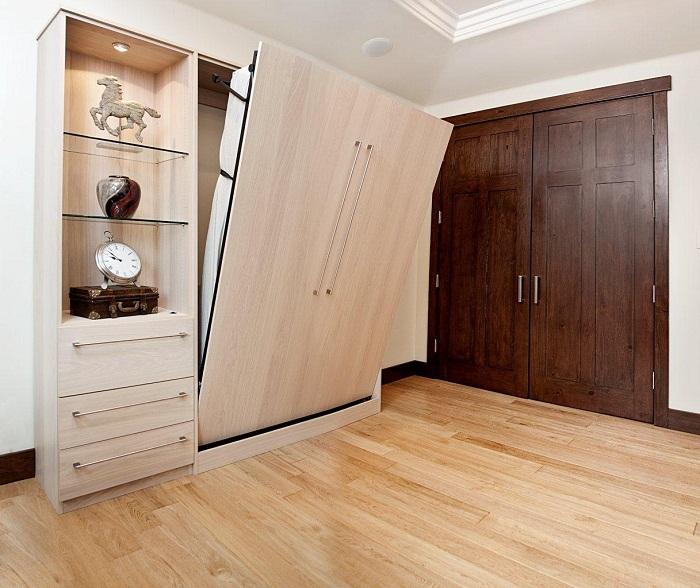 Кровать можно спрятать в шкаф при помощи смарт-системы.