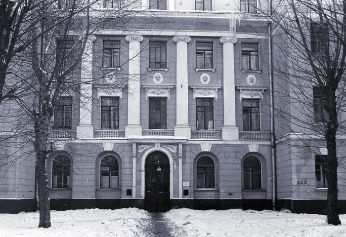 Изначально эта усадьба была построена для известного купца Василия Андреевича Лукутина. | Фото: progulkipomoskve.ru.