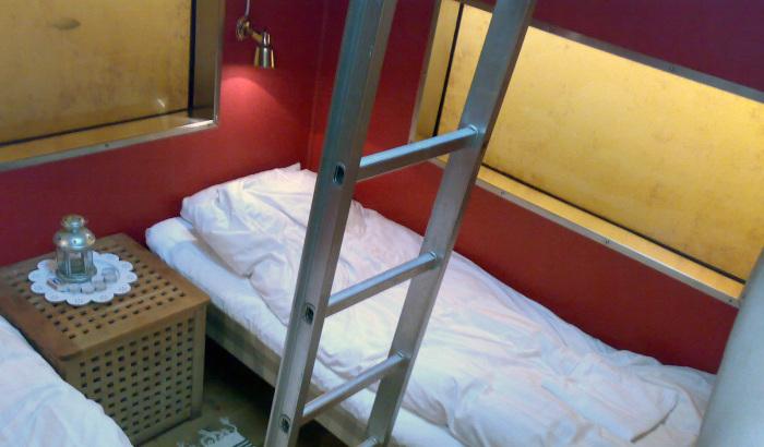 Спартанские условия подводной спальни совсем не смущают любителей необычного отдыха. | Фото: mostuniquehotels.com.