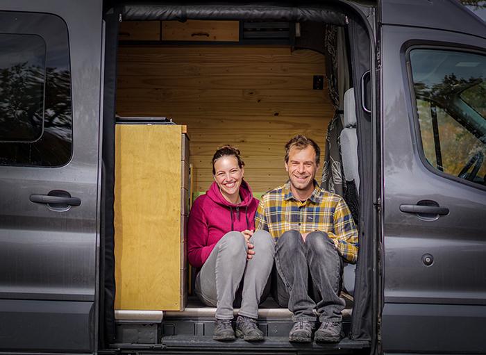 Супруги Изабель и Антуан отказались от дома и работы в обмен на жизнь, наполненную приключениями и свободы передвижения. | Фото: boredpanda.com.