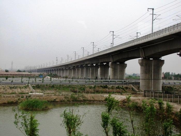 Виадук Чжанхуа-Гаосюн соединяет Багуашан и Цуоинг (Китайская республика).