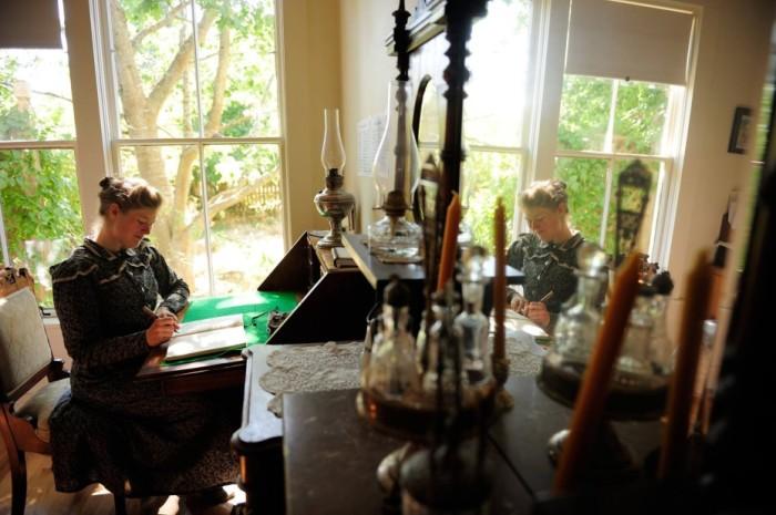 Сара пишет свои произведения, основываясь на собственных ощущениях. | Фото: messynessychic.com.