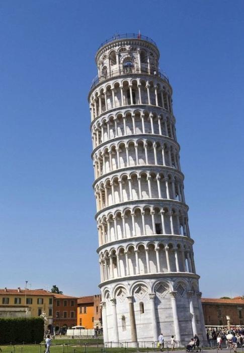 Просчеты в создании фундамента привели к проседанию одного угла здания (Пизанская башня, Италия). | Фото: ru.mastodoc.com.