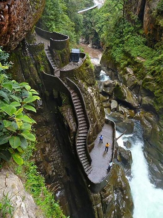 Лестница Каньона (Canyon Staircase), ведущая к водопаду.