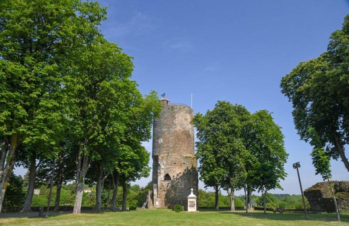Сохранившаяся часть древней укрепительной стены (Vouvant).