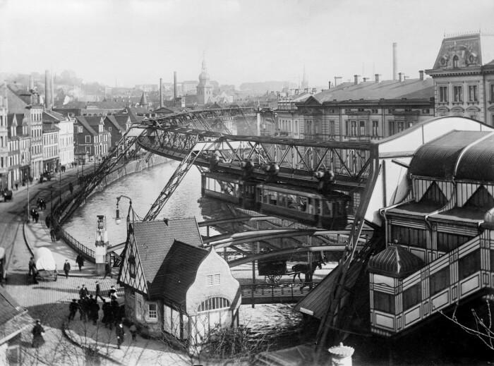 В 1901 г. в Вуппертале появилась единственное в мире подвесное транспортное сообщение (Германия). | Фото: masterok.livejournal.com.