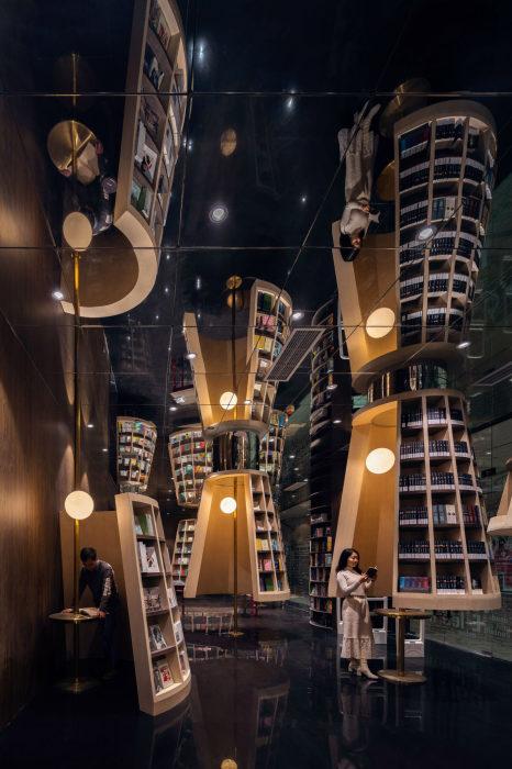 Невероятные фантастические иллюзии создаются благодаря множеству зеркал (Книжный магазин в Ханчжоу, Китай). | Фото: admagazine.ru.