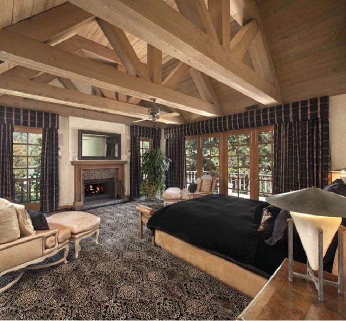 Интерьер одной из 7 спален особняка «Warner Estate» в Беверли-Хиллз. | Фото: luxatic.com.