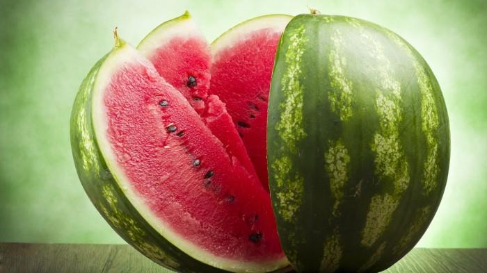 С  точки зрения ботанических характеристик арбуз — это ложная ягода. | Фото: wallpapersite.com.
