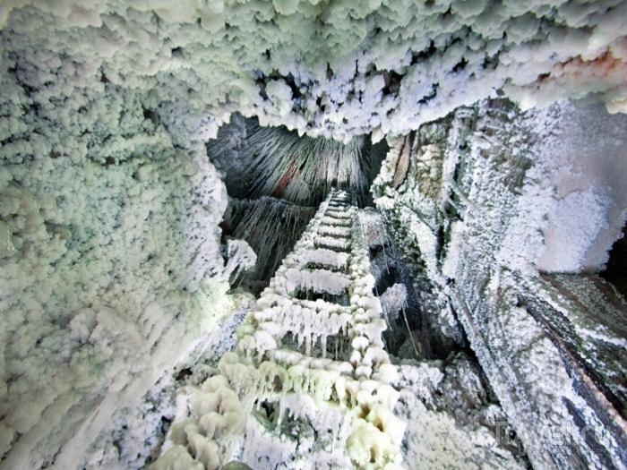 Соляные сталактиты в шахте Величка.
