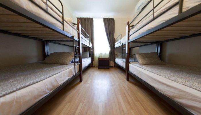 Размещать хостелы и гостиницы в многоквартирных жилых домах теперь запрещено. | Фото: meduza.io.