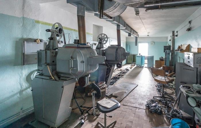 Брошенным оказалось все производственное оборудование (Поселок Пирамида, Архипелаг Шпицберген).