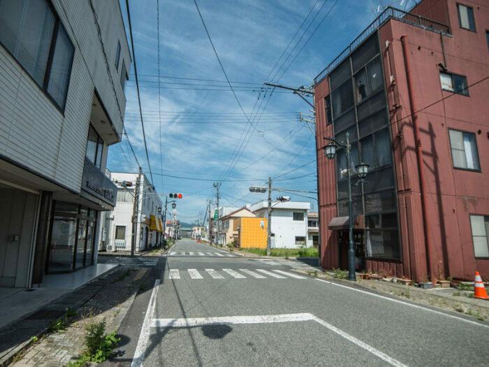 Пустынные улицы города-призрака Окума, который находится в непосредственной близости к АЭС Фукусима-1 (Япония). | Фото: © Keow Wee Loong.