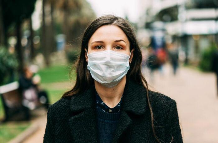 Носить маску нужно во время пандемии. Но есть подводные камни для вашей красоты. / Фото: techtoday.in.ua