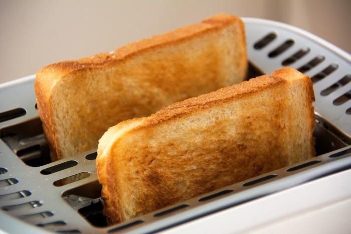 Тосты - это всё равно хлебобулочное изделие. / Фото: shkolazhizni.ru