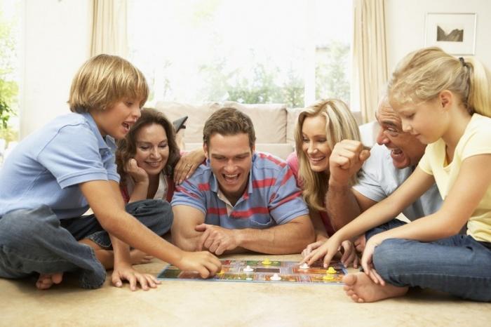Устройте особенный вечер в кругу семьи. / Источник фото: obr-tacin.ru