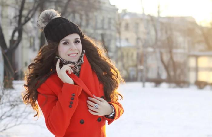 Шапка - не помеха красивым волосам! / Источник фото: mds.yandex.ru