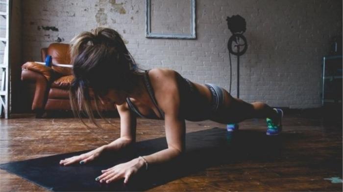 Одно из самых эффективных упражнений - планка. / Фото: smartprogress.do