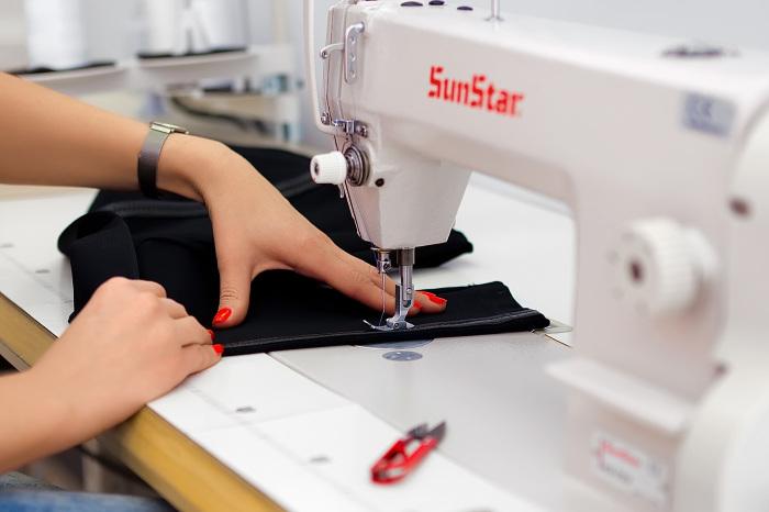 Доверьтесь профессиональным мастерам по ремонту одежды! / Фото: tckvadro.by