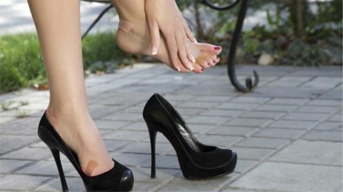 Новые туфли - странный предмет: в магазине удобно, на улице - нет! / Фото: chistota.guru