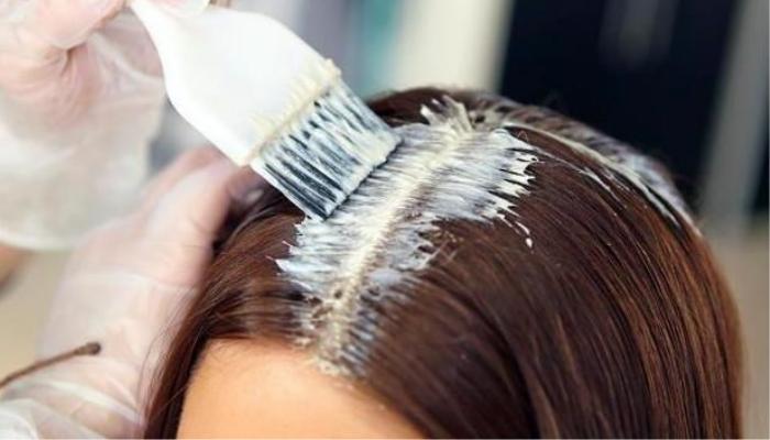 Окрашивание отросших корней волос. / Фото: blizko.ru