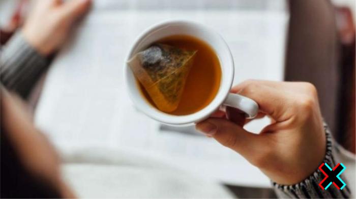 В чае много кофеина, а будоражит он в разы сильнее кофе, особенно пакетированный.