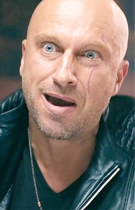 Да, он стал звездой. Но как страшно ему было в юности проснуться с парализованным лицом! / Фото:gamebomb.ru