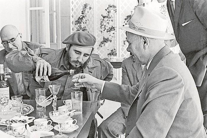 Команданте жил на кофе, роме и сигарах. / Фото: kp.ru