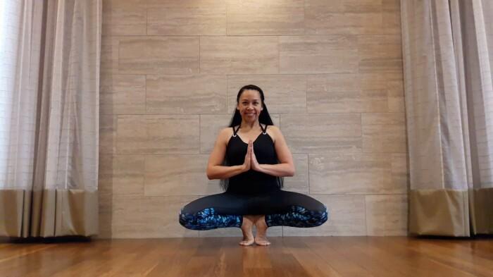 Упражнение для стройных ног. / Фото: youtube.com