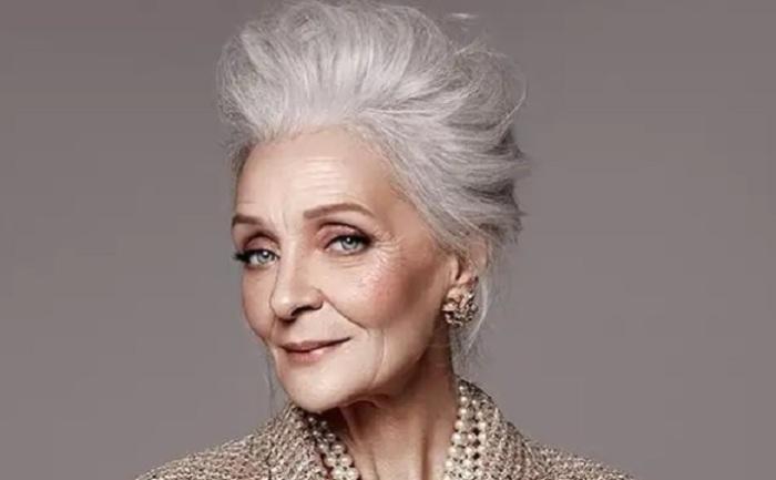 Это 70-летняя россиянка. Просто над ней поколдовал один модный бренд для своей рекламы. / Фото: glagol.press