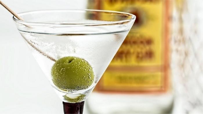 Внутри - мартини, а в руках - текини... (с) / Фото: crispy.news