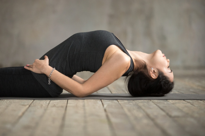 Поза рыбы от кашля. / Фото: yoga.ru