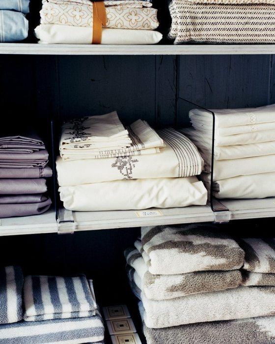 Разделители для полок шкафа для белья или одежды. / Источник фото: https://cdn8.roomble.com