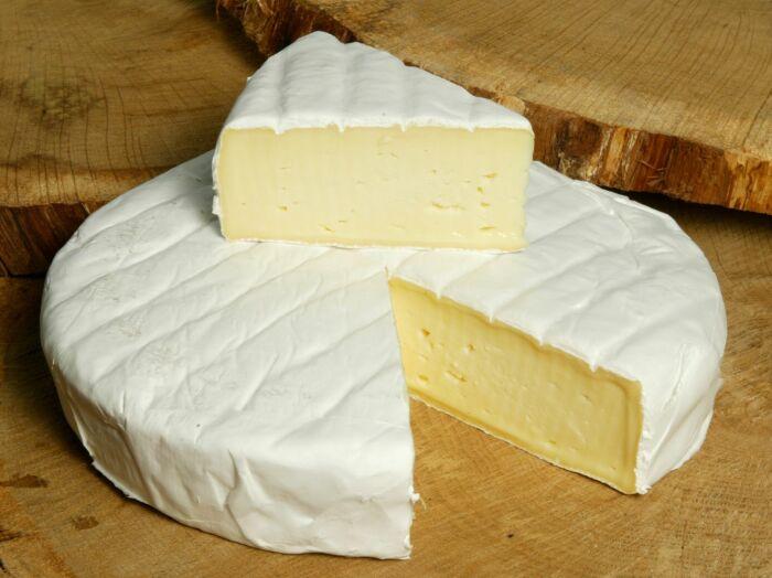 Заморский сыр хоть и пахнет странно для славян, зато сытен и жирен. / Фото: ilikecheese.su