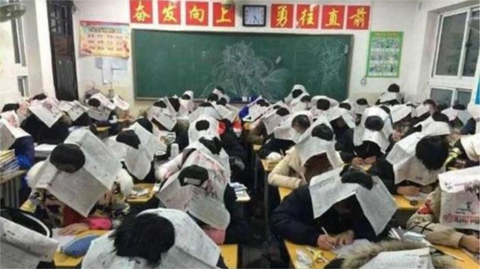 Борьба со списыванием в Китае. / Фото: trinixy.ru