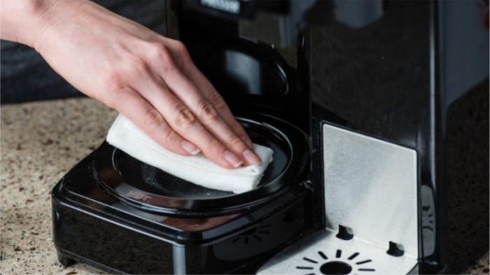 Чистим кухонные гаджеты от водо-жирового конденсата. / Фото: cleany.biz