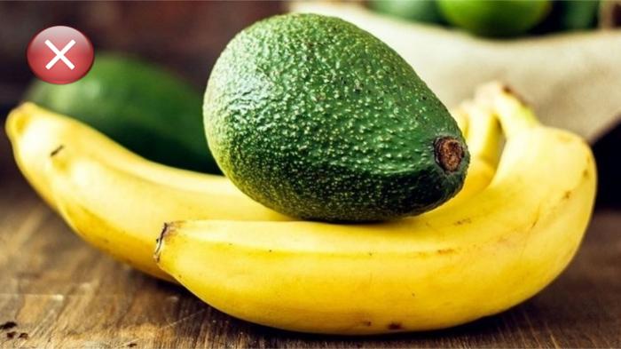 Не храните авокадо рядом с бананами.