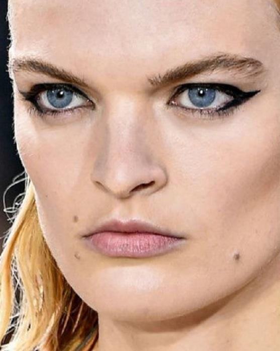 5 приемов в макияже, которые в 2020-м безнадёжно устарели