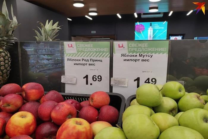 Можем ли мы быть уверены, что ценники соотносятся с каждым из видов яблок слева и справа? / Фото: kp.by