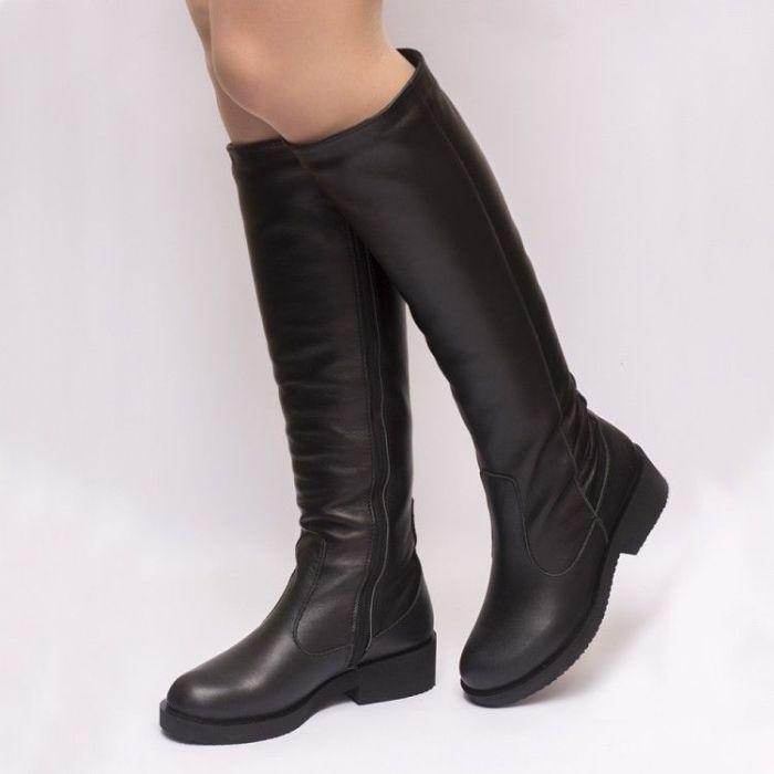 Привычка париться в обуви на меху в отапливаемом помещении - загадка постсоветских дам. / Фото: pinterest.com