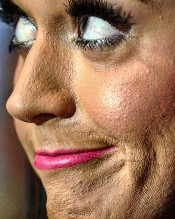 Кое-кто нанес тональник на ОЧЕНЬ сухую кожу... / Источник фото: https://cdninstagram.com