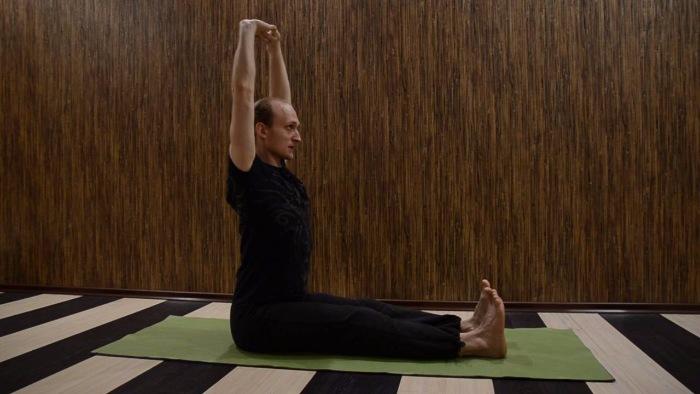Упражнение для здоровой спины и от болей в спине. / Фото: yandex.ru