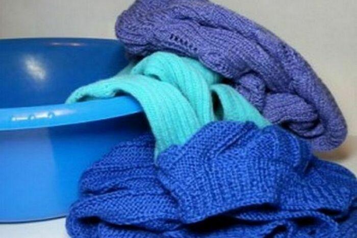 Стирайте стопроцентную шерсть вручную. / Фото: tkaner.com