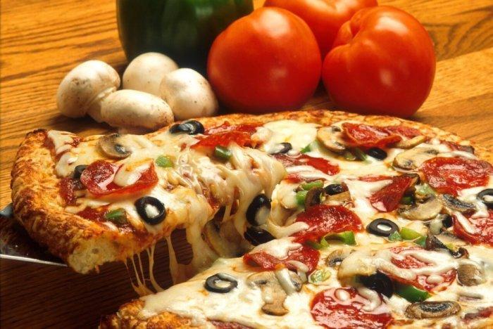 Плюс 7 кг за месяц карантина на пицце. / Фото: patee.ru